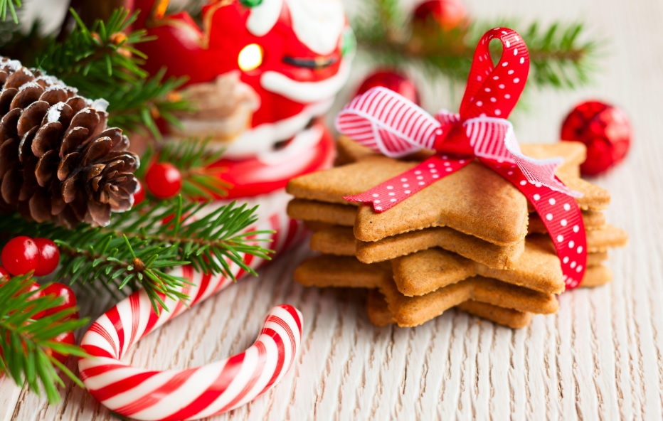 Елки, фейерверки и икра: сколько стоят новогодние товары