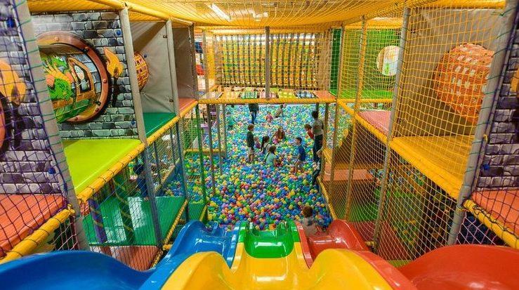 В Госдуме хотят перенести все кинотеатры и детские комплексы на нижние этажи ТЦ