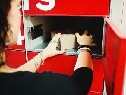 «Это не просто коробка для хранения»: в России набирает обороты доставка в постаматы