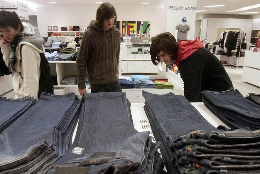 Марки джинсов Lee иWrangler могут выставить на реализацию из-за падения продаж