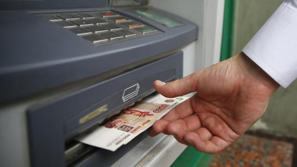 Часть российских банкоматов перестала принимать пятитысячные купюры