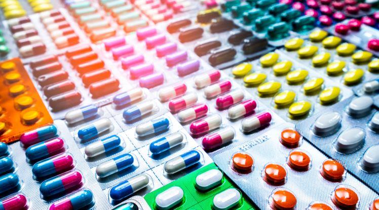 В Госдуме предложили разработать список лекарств для продажи в продуктовых магазинах