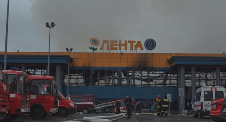 В Санкт-Петербурге полностью сгорел гипермаркет «Лента»
