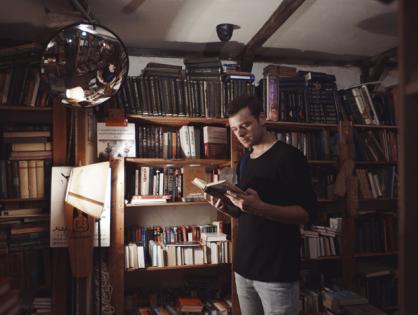 «Продавать не книгу — атмосферу». Субъективный рейтинг лучших книжных магазинов страны