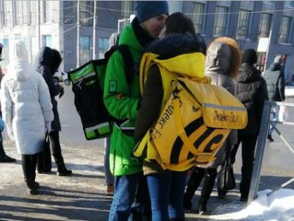 c293b8aaf Delivery Club и «Яндекс.Еда» пообещали оплатить влюблённой паре курьеров  поездку в Париж