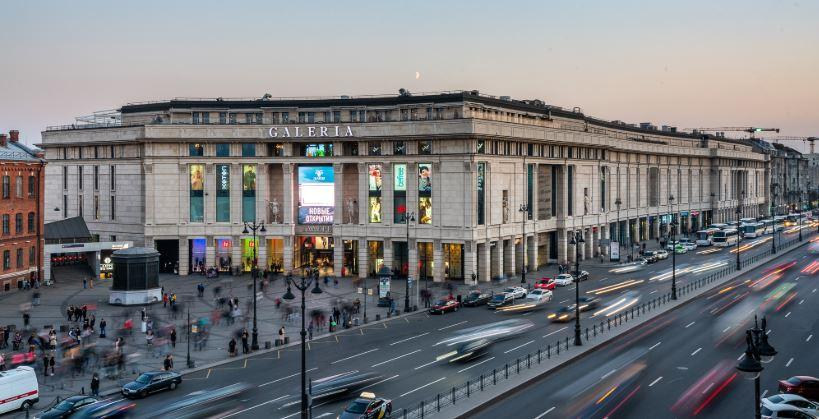 Сбербанк хочет купить крупнейший торговый центр Санкт-Петербурга