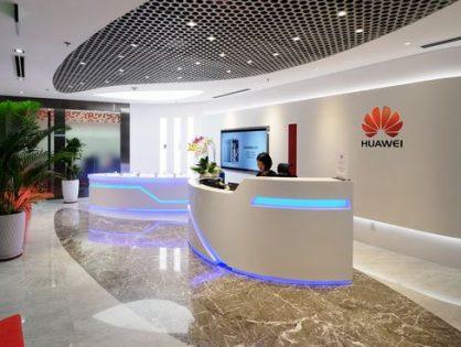 Дональд Трамп смягчил санкции в отношении Huawei