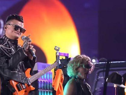 Джек Ма попрощался с Alibaba Group, исполнив песню в образе рок-звезды