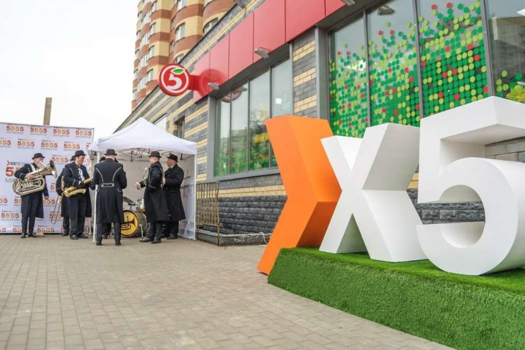 От умных мусорных баков — до кассы самообслуживания: какие технологии внедрила X5 Retail Group за лето