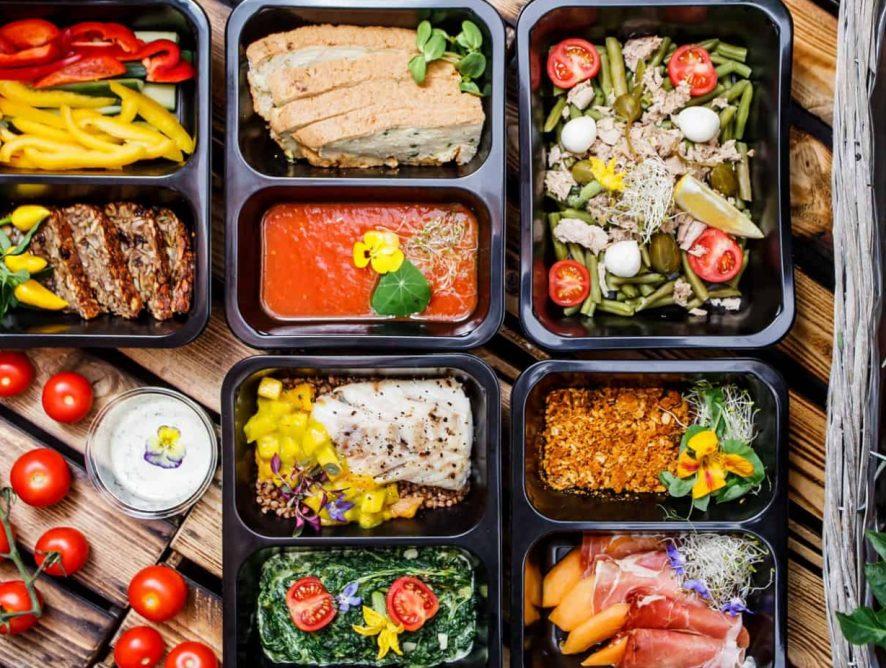 «Для бизнеса это время экспериментов». Что происходит на российском рынке доставки еды и продуктов