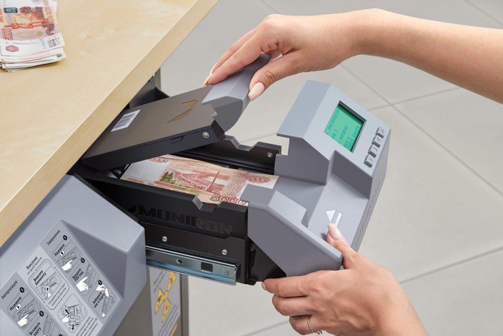 Устранение замятия в автоматизированной депозитной машине.