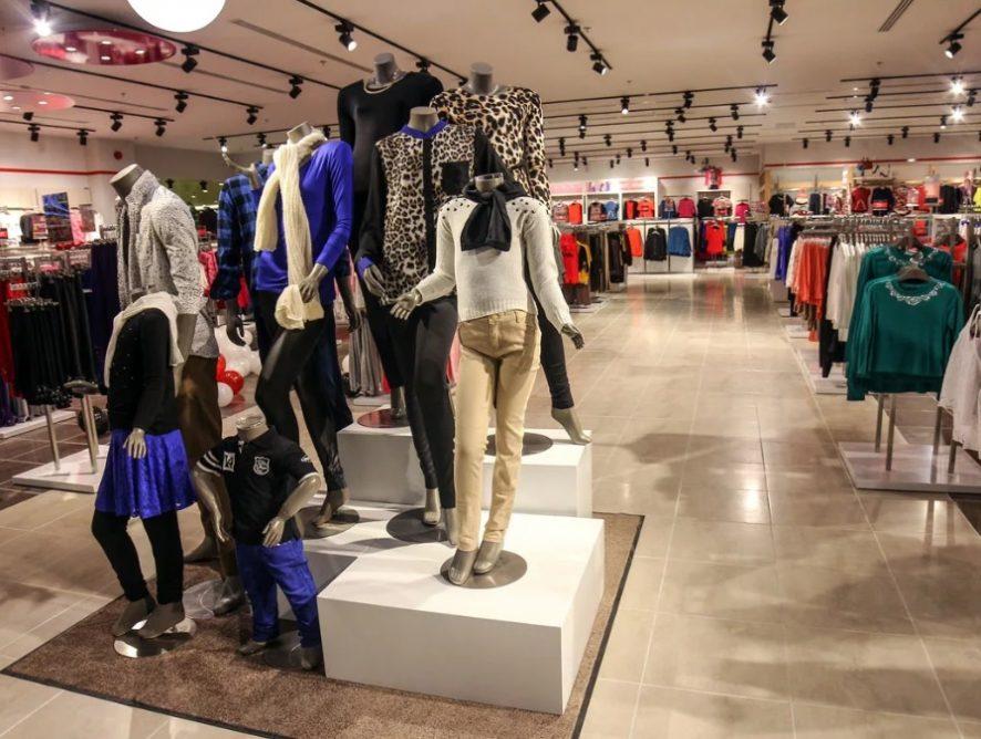 В России падают продажи одежды — впервые с 2015 года. Что происходит?