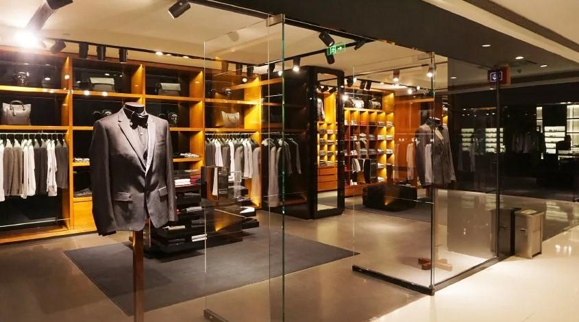 Трафик в московских магазинах одежды и обуви обвалился на 40%