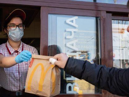 Московские рестораны McDonald's и KFC обвинили в нарушении режима самоизоляции