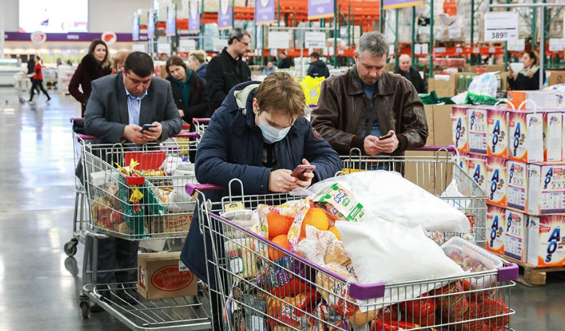 Недельные расходы россиян достигли максимума за последние шесть недель