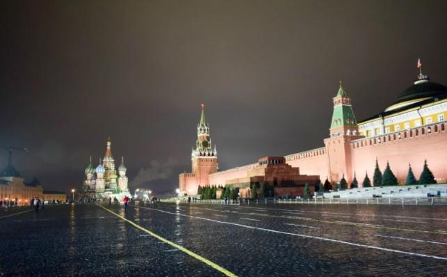 Эксперты подсчитали, что в октябре посещаемость московских ТЦ снизилась более чем на 25%