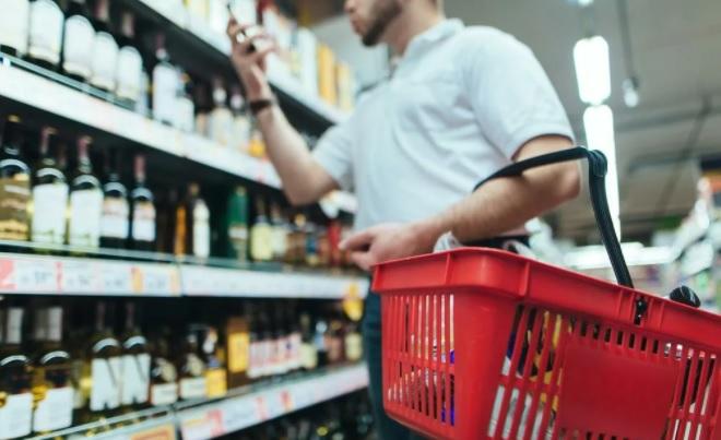Ритейлеры предложили разрешить онлайн-торговлю алкоголем на Новый год