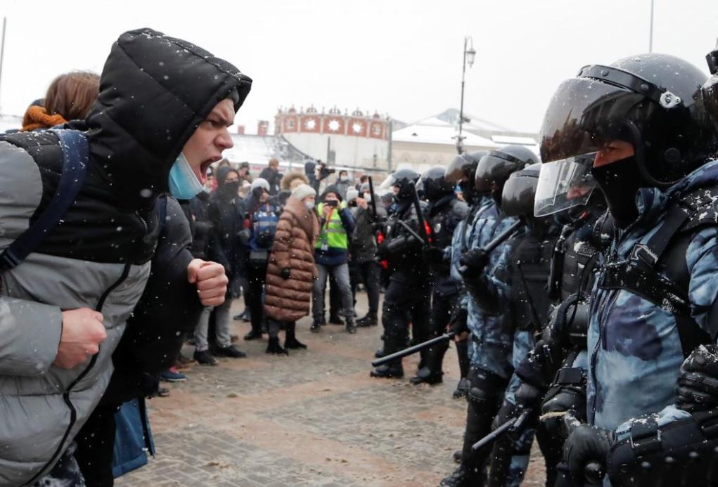 От редакции: «Гражданские протесты – это не революция, а, скорее всего, один из последних шансов страны обойтись в будущем без крови»