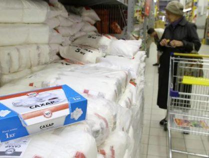 СМИ: Минсельхоз будет контролировать поставки сахара в магазины с помощью квот