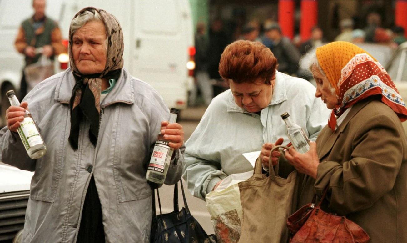 Бабушки — главные торговцы на улицах городов